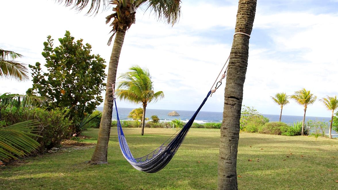 Hamak avec vue mer - Villa Caraïbes - Location de villas et maisons en Guadeloupe - www.villacaraibes.fr