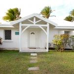 Villa Caraïbes depuis la rue - Villa Caraïbes - Location de villas et maisons en Guadeloupe - www.villacaraibes.fr