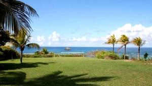 Vaste parc de 1600m² - Villa Caraïbes - Location de villas et maisons en Guadeloupe - www.villacaraibes.fr
