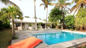 Vue Piscine - Villa Caraïbes - Location de villas et maisons en Guadeloupe - www.villacaraibes.fr