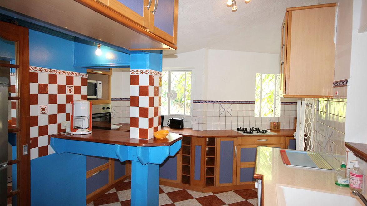 Cuisine entièrement équipée - Villa Caraïbes - Location de villas et maisons en Guadeloupe - www.villacaraibes.fr