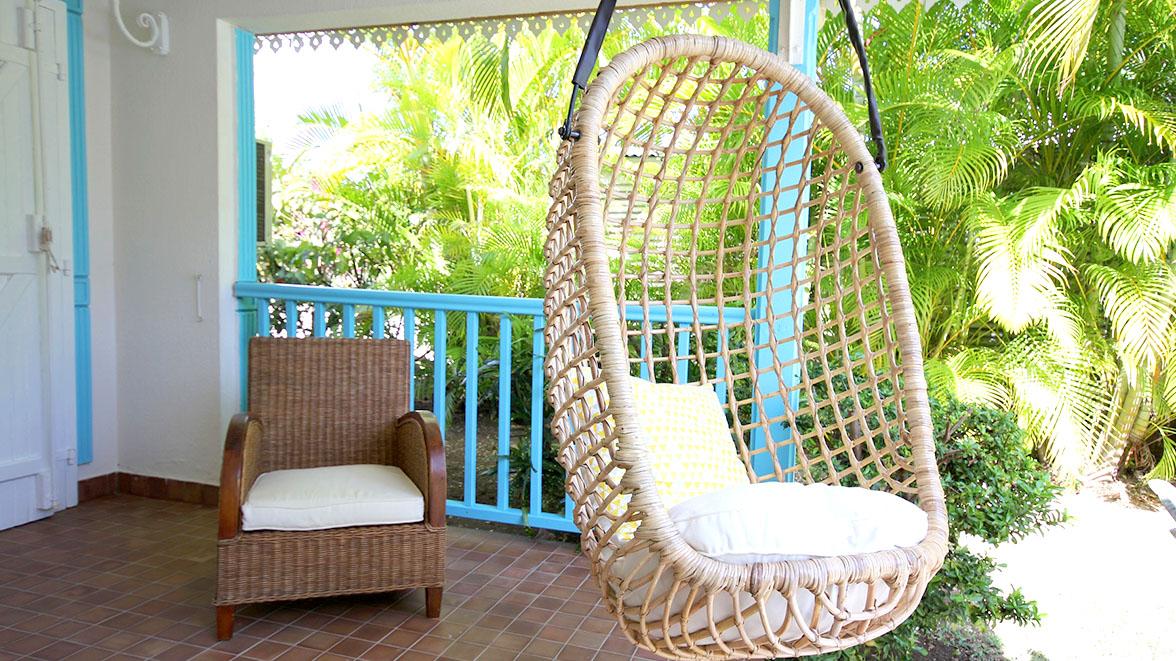 Fauteuil suspendu invitant à la détente - Villa Caraïbes - Location de villas et maisons en Guadeloupe - www.villacaraibes.fr