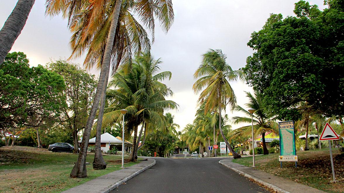 Entrée de la résidence Karukera - Villa Caraïbes - Location de villas et maisons en Guadeloupe - www.villacaraibes.fr