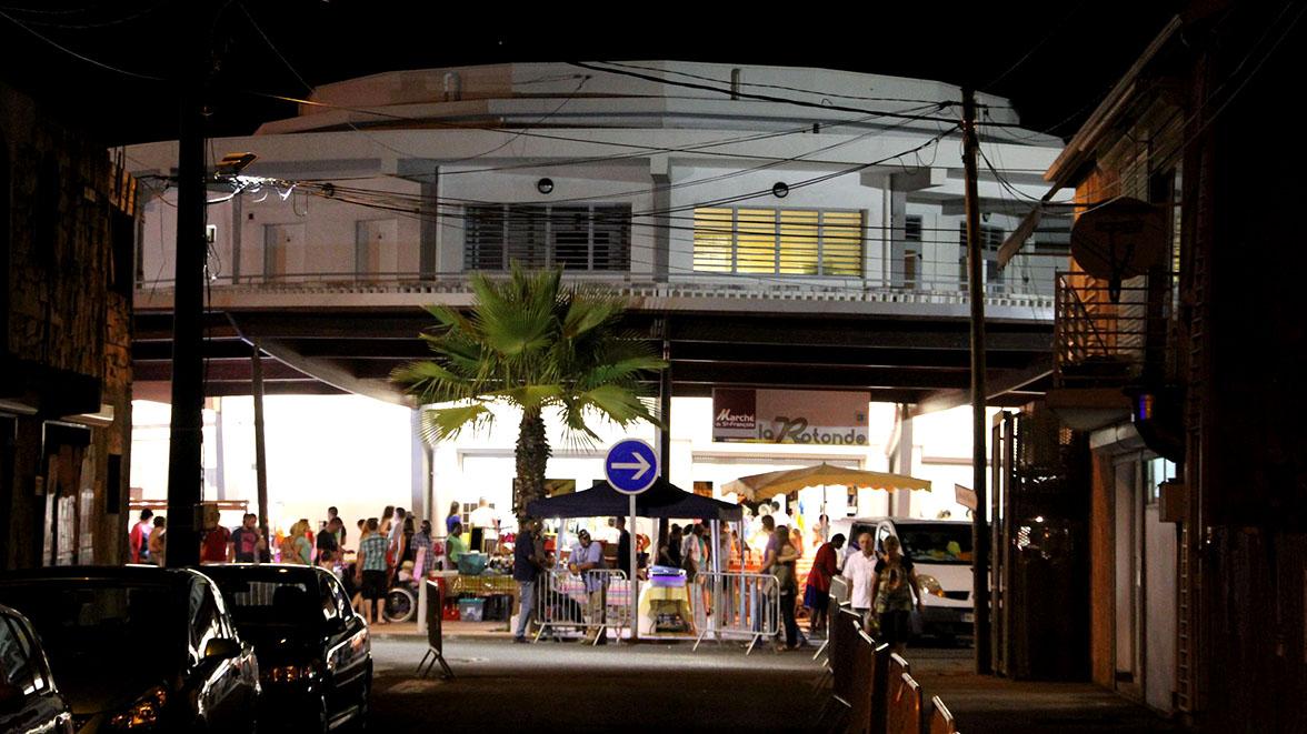 Marché nocturne à Saint-François - Villas Caraïbes - Location de villas et maisons en Guadeloupe - www.villacaraibes.fr