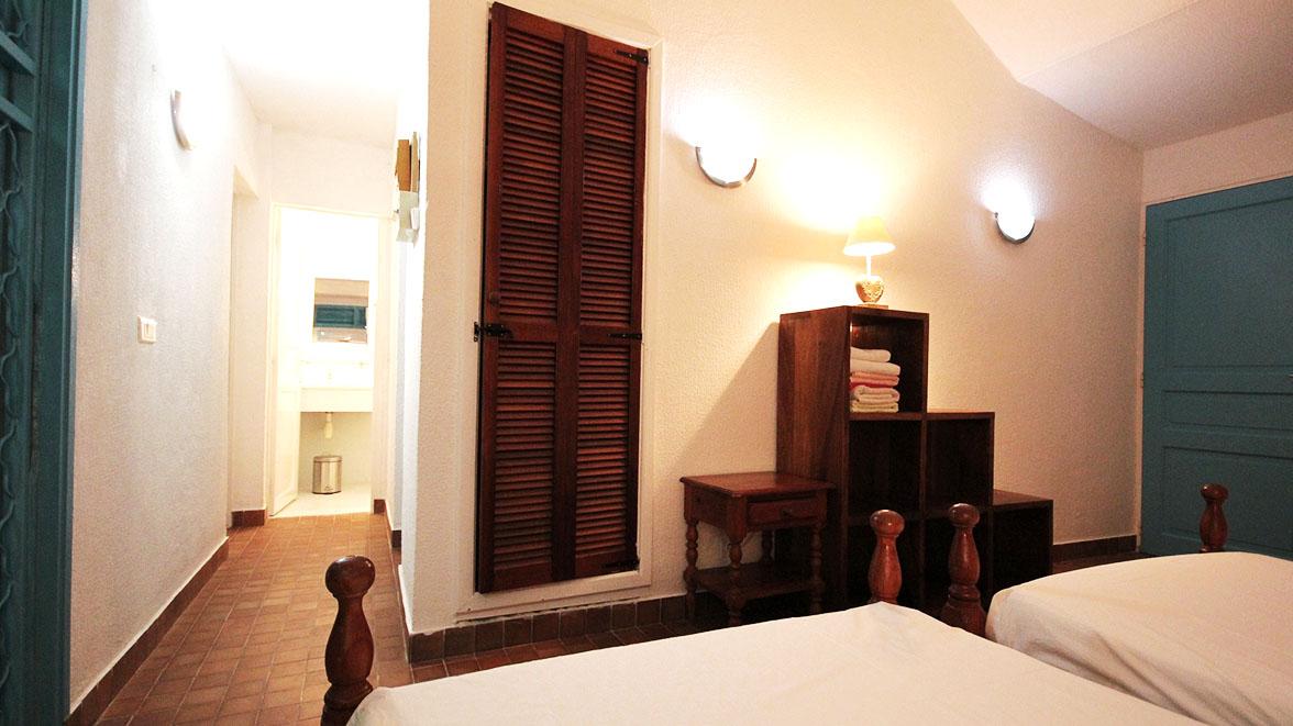 Grande chambre climatisée - Villa Caraïbes - Location de villas et maisons en Guadeloupe - www.villacaraibes.fr