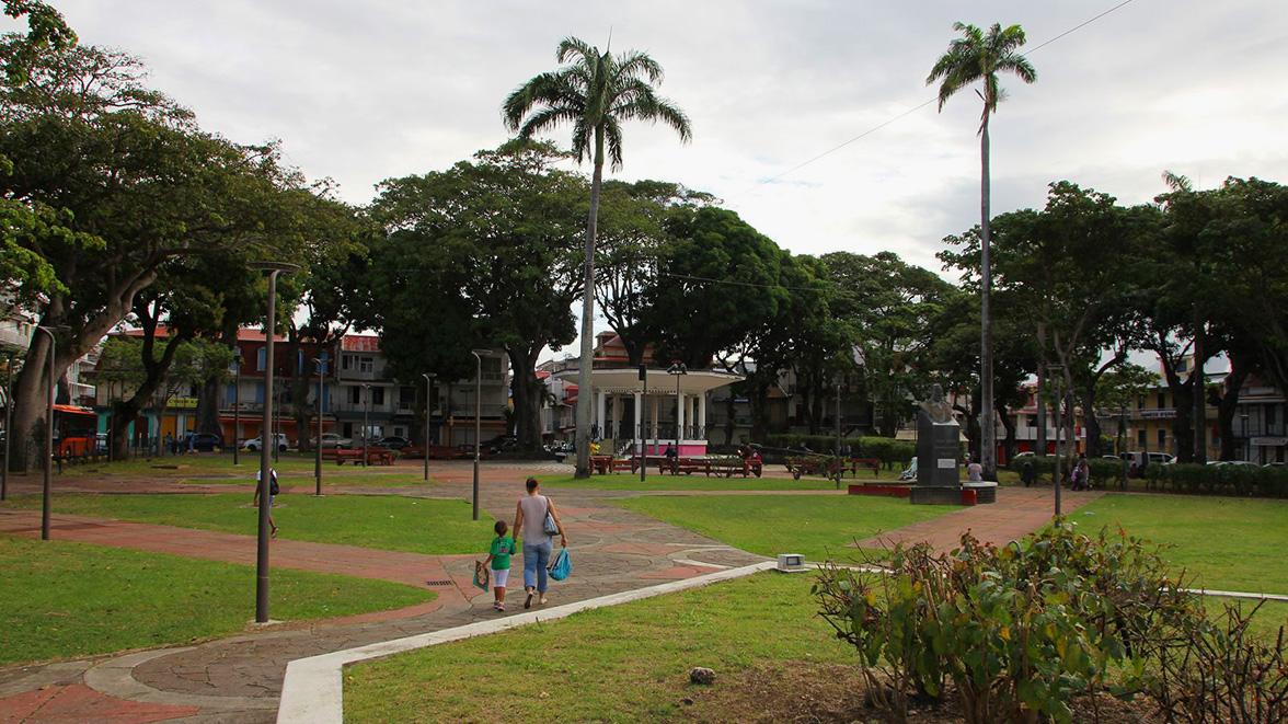 Place des victoires - Point à Pitre - Villas Caraïbes - Location de villas et maisons en Guadeloupe - www.villacaraibes.fr