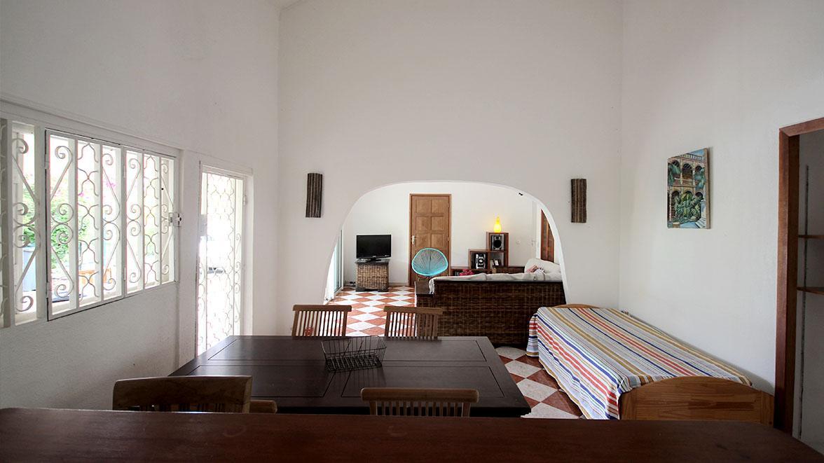 Grand salon avec écran plat - Villa Caraïbes - Location de villas et maisons en Guadeloupe - www.villacaraibes.fr