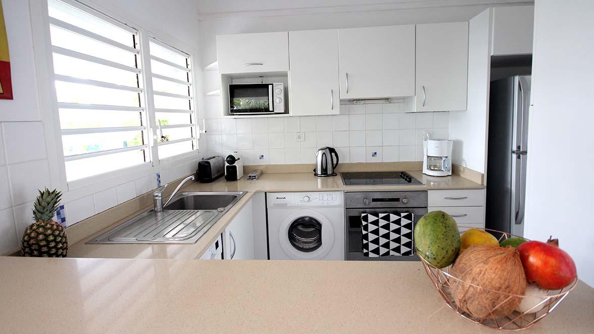Bar avec accès à la cuisine - Villa Caraïbes - Location de villas et maisons en Guadeloupe - www.villacaraibes.fr