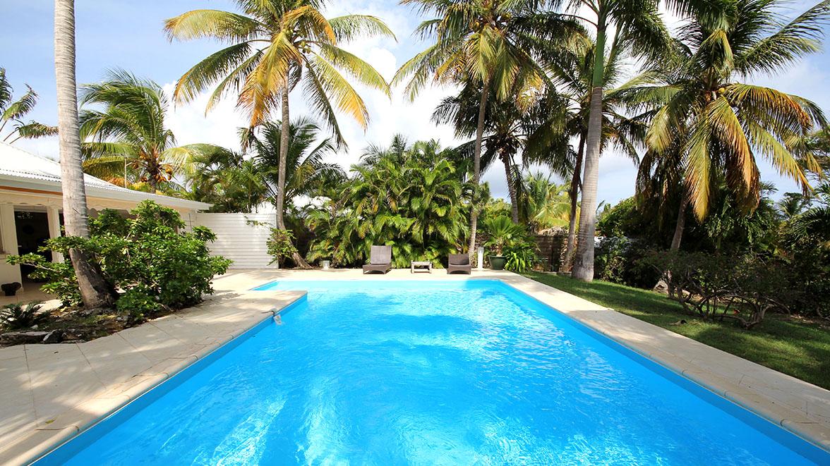 Piscnie avec vue sur mer - Villa Caraïbes - Location de villas et maisons en Guadeloupe - www.villacaraibes.fr